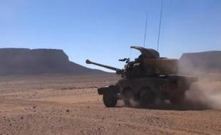 Une capture d'écran d'une vidéo prise par le service de communication de l'armée française en novembre 2015 d'un véhicule de l'armée française lors de l'opération Vignemale dans le Sahel