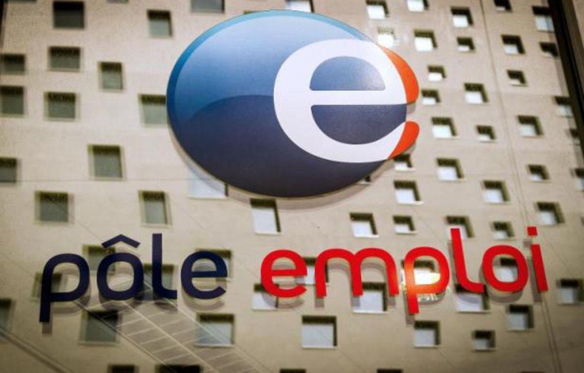 Le logo de Pôle Emploi à La Madeleine le 26 mai 2014 – Philippe Huguen AFP