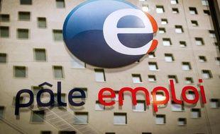 Le logo de Pôle Emploi à La Madeleine le 26 mai 2014