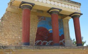 Associé à la légende du palais du roi Minos, le site, occupé depuis 7000 av. J.-C., fut la capitale de la Crète lors de la période minoenne.