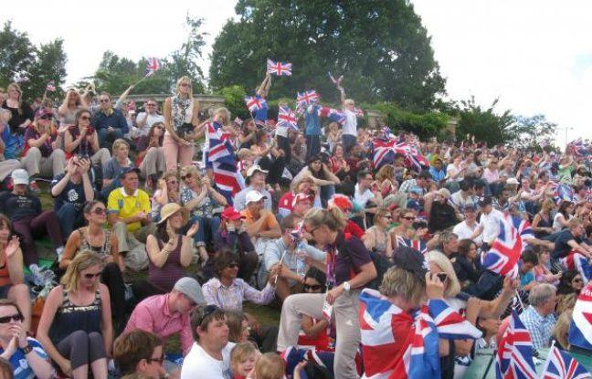 Les fans d'Andy Murray, lors de sa finale olympique contre Roger Federer, le 5 août 2012 dans la Murray Mount à Wimbledon.