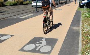 NANTES, le 24/09/2013 Cyclistes sur le nouvel axe de piste cyclable