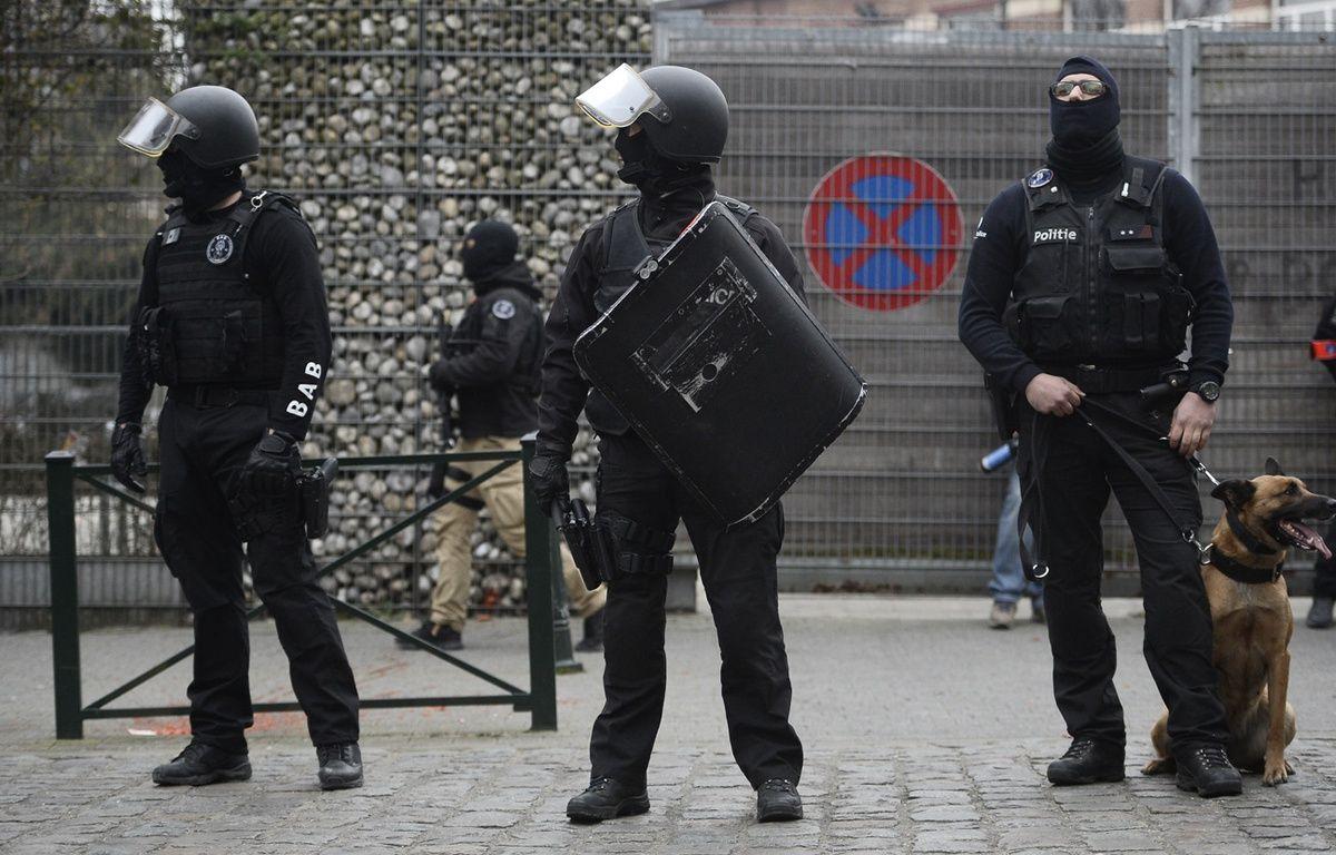Les forces de police pendant l'arrestation de Salah Abdeslam à Molenbeek le 18 mars 2016 – DIRK WAEM / BELGA / AFP
