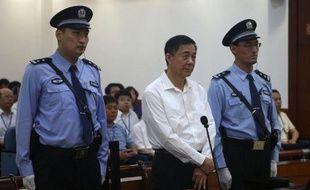 Le dirigeant déchu BoXilai a démenti jeudi avec combativité avoir reçu des pots-de-vin, au premier jour de son procès pour corruption censé solder le plus retentissant scandale politique en Chine depuis des décennies.