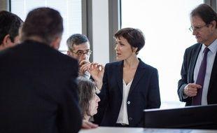 La secrétaire d'Etat Christelle Dubos, lors d'une visite dans une Caf.
