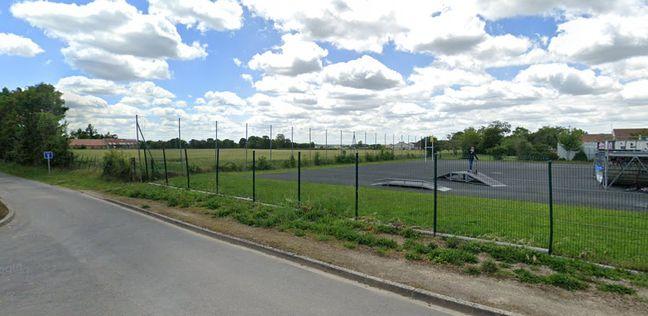 Le champ de Christophe Pasquier derrière l'école à Fors.