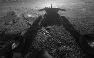 L'ombre du rover Opportunity sur Mars en 2004.