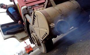 Certains parlementaires souhaitent supprimer les avantages fiscaux accordés au diesel (illustration).
