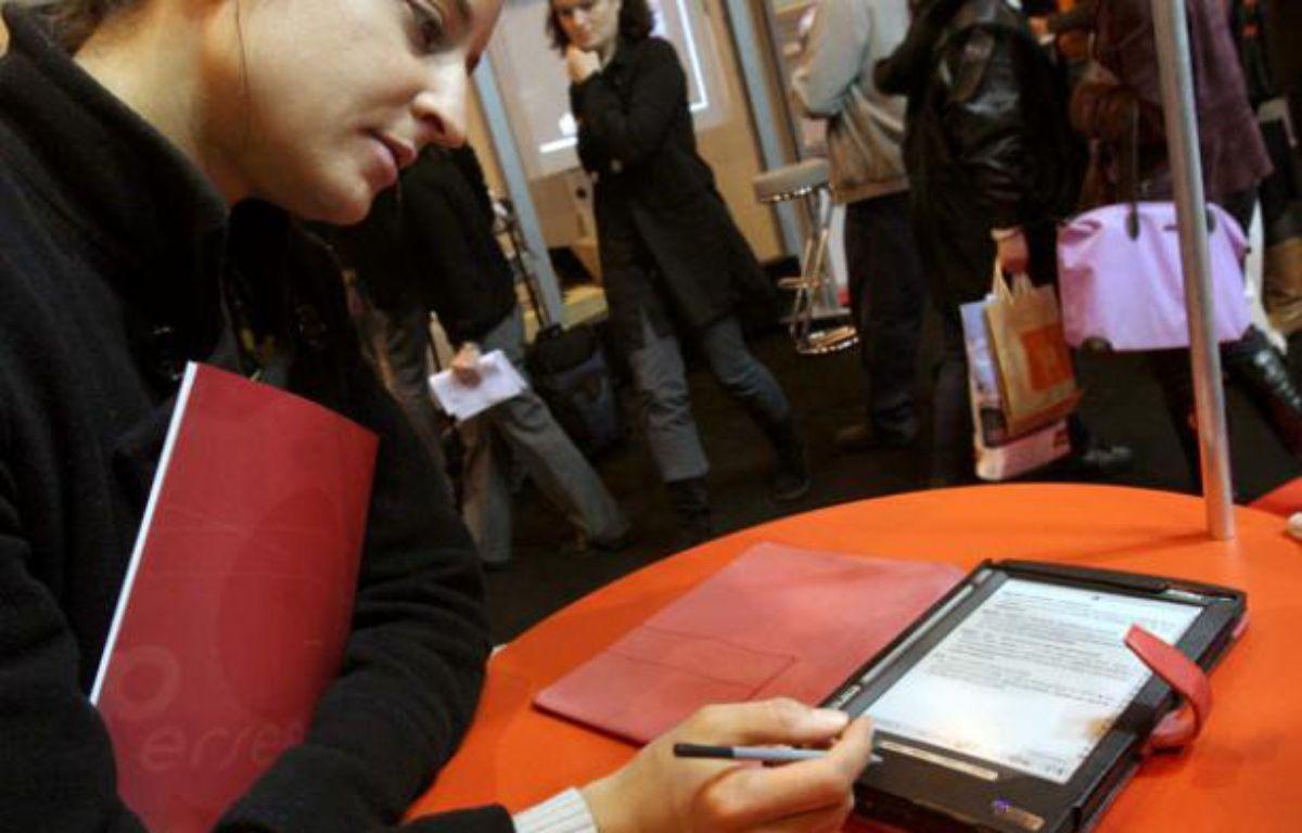 Le livre numérique au Salon du Livre en mars 2008, à Paris – SIMON ISABELLE/SIPA