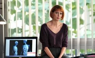 Frédérique Bel incarne Florence dans la série « H24 ».