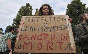 Une manifestante lors du rassemblement à Nantes, le 1er novembre, en à la mémoire de Rémi Fraisse, tué sur le site de construction du barrage de Sivens