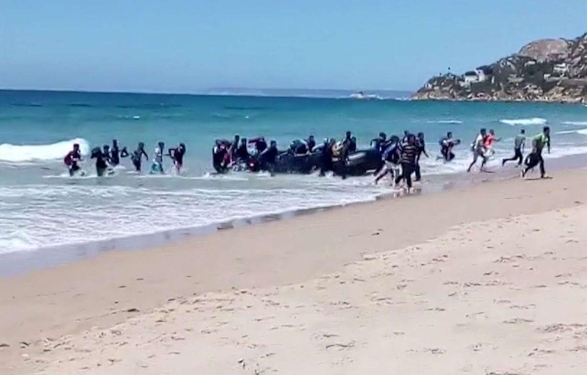 Image extraite de la vidéo montrant l'arrivée de migrants sur une plage espagnole le 9 août 2017.  – Carlos Sanz/AP/SIPA