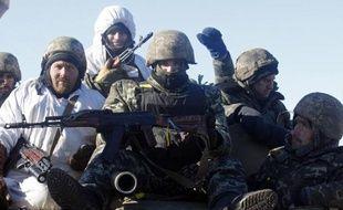 Des soldats ukrainiens viennent de quitter Debaltseve le 18 février 2015