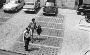 L'accusé du procès qui s'ouvre à Toulouse, Jean-Baptiste Ranbla, enfant, en juin 1974 lors de la reconstitution de l'enlèvement de sa sœur Marie-Dolorès.