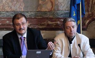Le professeur Gilles-Eric Séralini (à gauche) et le docteur Joël Spiroux de Vendomois, le 20 septembre 2012