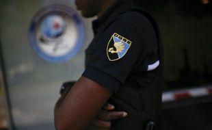 Un garde à l'entrée du siège de la DGSE, le 4 juin à 2015 à Paris