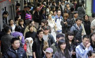 La population mondiale, aujourd'hui de 7 milliards, devrait dépasser 10 milliards d'ici 2100, voire les 15 milliards si les taux de fertilité s'avèrent un peu plus élevés, selon un rapport des Nations Unies publié mercredi à Londres