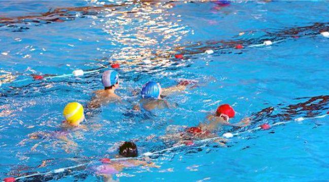 Etude le chlore des piscines causerait des probl mes de for Accoucher dans une piscine