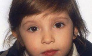 La petite Elise, trois ans et demi, a été enlevée à Arles.