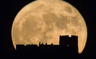 Depuis les Coronado Heights, aux Etats-Unis, les curieux ont pu admirer une lune énorme et très lumineuse... Mais à Paris et dans beaucoup de lieux en France, le spectacle n'était pas du tout à la hauteur des attentes.