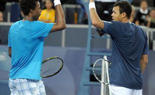 Les tennismen farnçais Gaël Monfils (à g.) et Jo-Wilfried Tsonga lors de leur demi-finale à Montpellier, le 30 octobre 2010.
