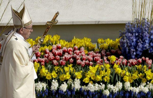 Le pape François célèbre la messe de Pâques sur la place Saint-Pierre, au Vatican.