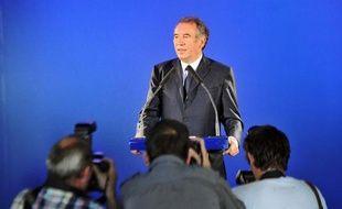 """Le président du MoDem, François Bayrou, battu dans les Pyrénées-Atlantiques, a déclaré dimanche que son échec allait l'""""entraîner à changer la forme de (s)on engagement, à prendre le recul qui s'impose quand on n'a pas réussi, au moins momentanément, à convaincre les siens""""."""