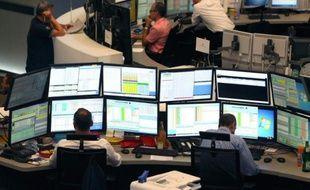 Envol des marchés boursiers lundi après la décision de la Chine de ne pas déprecier sa monnaie