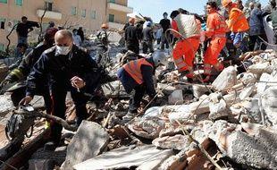 Selon une première estimation du gouvernement italien, 1,3 milliard d'euros seront nécessaires pour la reconstruction des bâtiments et des maisons particulières.