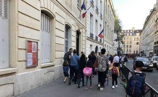 Parents et enfants se pressent pour aller en classe en cette rentrée 2019