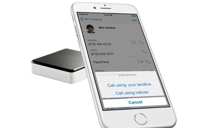 Le Voice Bridge d'Invoxia se connecte sur la box et la ligne téléphonique de la maison.