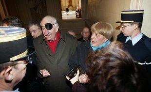 Paul Aussaresses au palais de justice de Paris lors de son procès en appel pour «apologie de crimes de guerre et complicité», en février 2003.