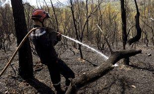 Un sapeur pompier le 19 juillet 2016 entre Correns et Montfort-sur-Agens.