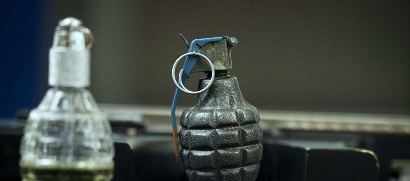 Le neveu d'un ancien colonel de la Légion étrangère découvre dans sa cave un véritable arsenal de guerre appartenant à son oncle.