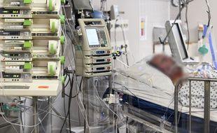 Les hospitalisations en Belgique liées au coronavirus, atteignent le pic de la première vague.