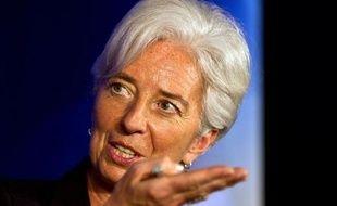 """La directrice générale du Fonds monétaire international (FMI), Christine Lagarde, a estimé mardi que l'économie mondiale s'était éloignée de l'""""abîme"""" mais que de sérieuses faiblesses continuaient d'affecter le système financier mondial."""