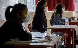 Des élèves au lycée Condorcet de St Priest en juin 2020.