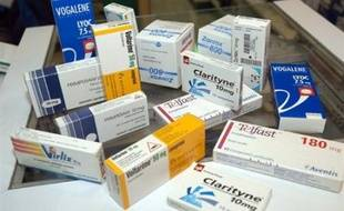 """La ministre de la Santé Roselyne Bachelot annonce dans une interview au Parisien/Aujourd'hui en France de jeudi, que des médicaments délivrables hors prescription, souvent non remboursés, seront en libre service dans les pharmacies """"au cours du deuxième trimestre de cette année""""."""