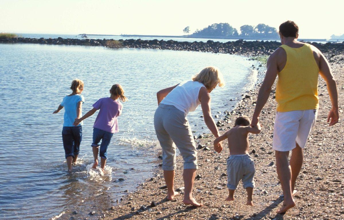 En adoptant la bonne stratégie, les deux mois de vacances estivales se passeront sans encombre pour toute la famille. – SUPERSTOCK / SIPA