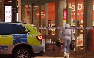 Des cordons de sécurité autour du lieu de l'attaque, dans le quartier londonien de Streatham, dimanche 2 février 2020.