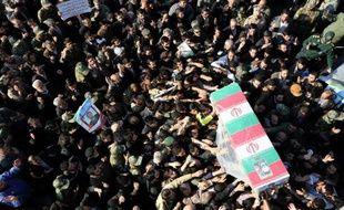 Des milliers de personnes aux funérailles d'un général iranien, Mohammad Ali Allahdadi, tué dans un raid israélien en Syrie, le 21 janvier 2015 Téhéran