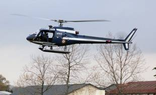 Les gendarmerie ont vite mis en place un important dispositif de recherches, incluant même un hélicoptère. Illustration