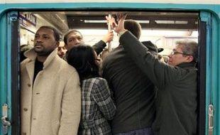 La situation était souvent tendue jeudi matin dans le métro parisien au deuxième jour de grève dans les transports publics.
