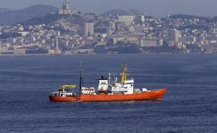 L'Aquarius au large de Marseille, son port d'attache.