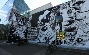 Les oeuvres du collectif FAILE, artistes de New-York, sur la gare de Strasbourg et sur l'enceinte du Musée d'art moderne de Strasbourg. Le 25 avril 2018.