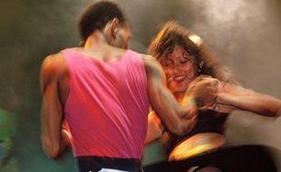 A là Fête de l'Huma, en 1989, un homme et une femme dansent la «Lambada».