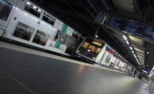 Un exhibitionniste a été appréhendé à sa descente du train après qu'il s'est masturbé devant une jeune femme de 19 ans qui refusait d'engager la conversation.