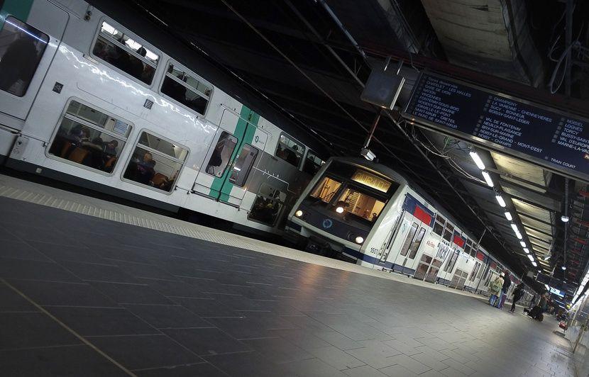 Paris: Un passager d'un train se masturbe devant une jeune femme qui l'a éconduit