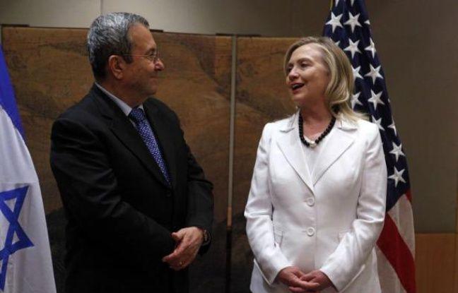"""La secrétaire d'Etat américaine Hillary Clinton a appelé lundi les dirigeants israéliens à la concertation pour que les deux pays se montrent à la hauteur des """"défis"""" et des """"opportunités"""" entraînés par les bouleversements au Moyen-Orient."""