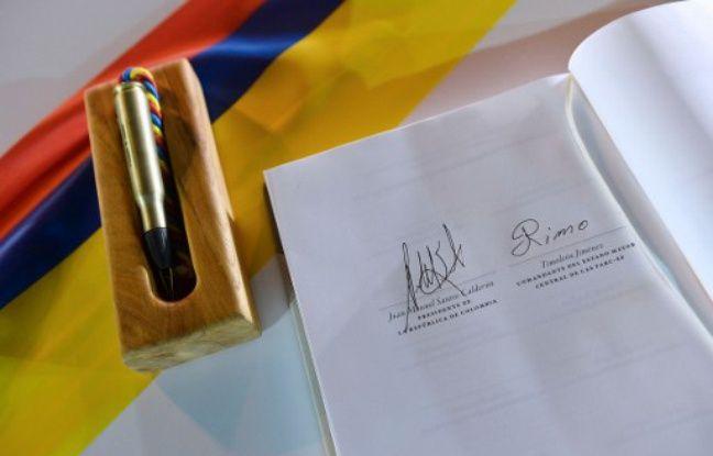 La signature du leader des Farc est celle de droite...